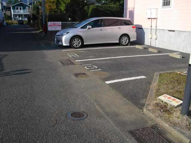 ファインスターハイムA 01010号室の駐車場