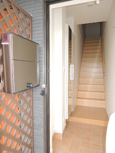 ミドルA 02020号室の玄関