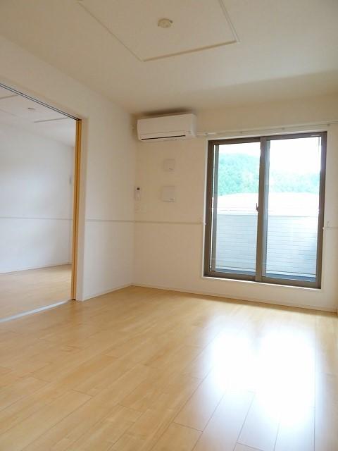 サンセットリーフ 02010号室のリビング