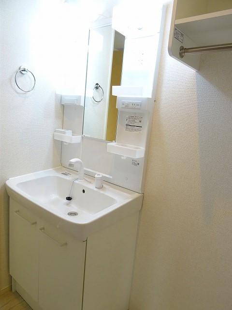 サンセットリーフ 02010号室の洗面所