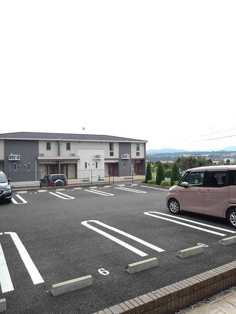 プティット フルール Ⅰ 01050号室の駐車場