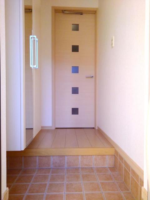 スペースKⅠ 01020号室の玄関