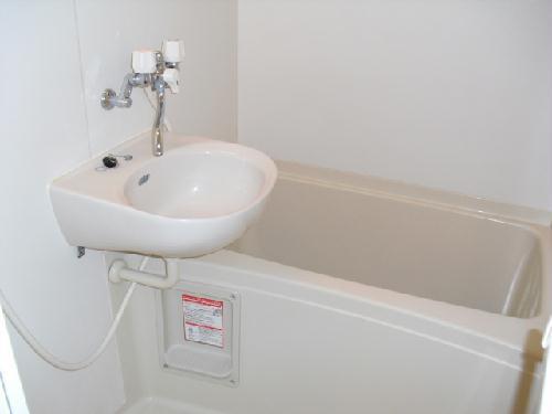 レオパレスサーティーフォー 103号室の風呂
