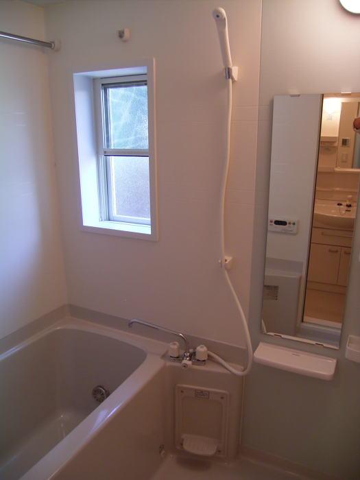 アンヴィラージュ C 01030号室の風呂