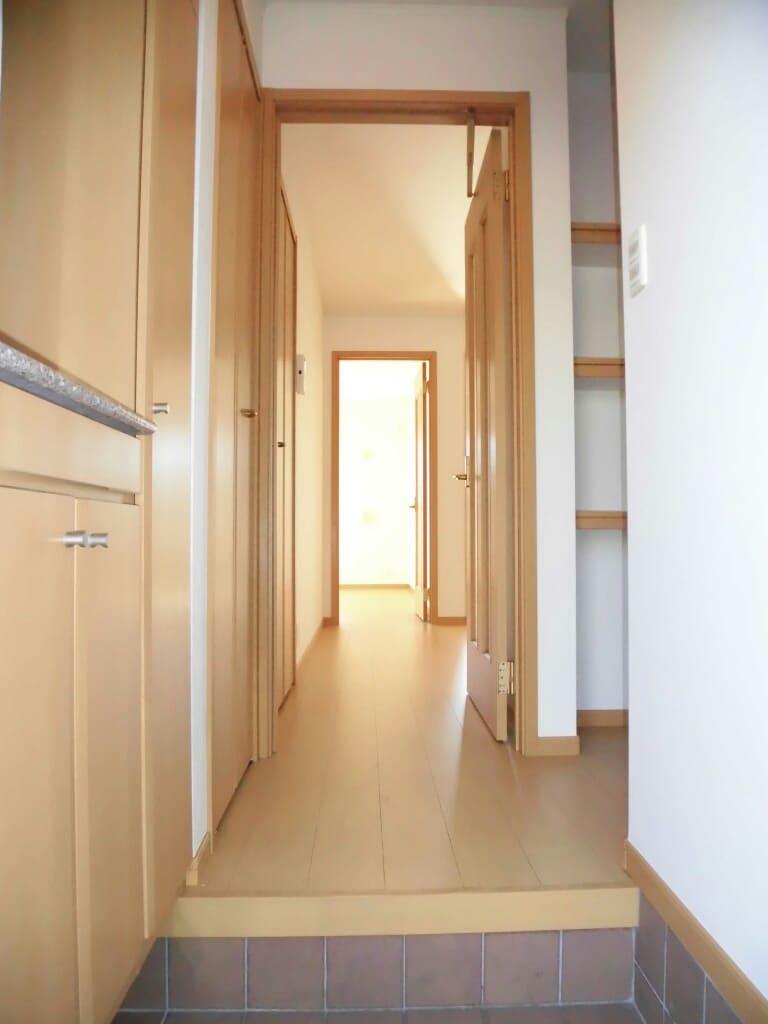 アンヴィラージュ C 01030号室の玄関