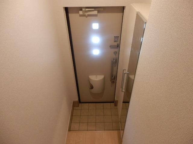 アビタシオン瑞穂 02020号室の玄関