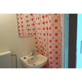 サン・リバティー 101号室の洗面所