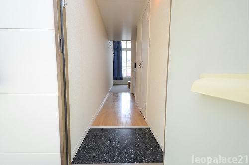 レオパレスサンヒル樋井川 207号室の玄関