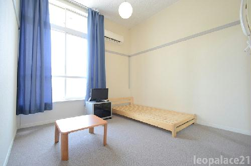 レオパレスサンヒル樋井川 104号室のベッドルーム