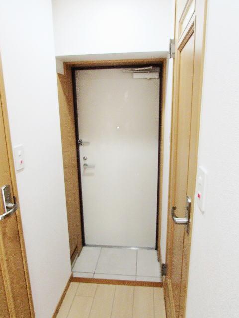 エバー グリーン 01020号室の玄関