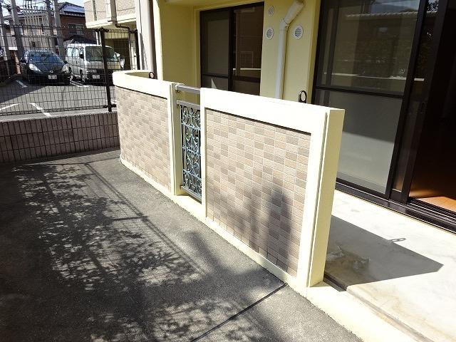 ヴェルソーⅢ番館 01030号室の玄関