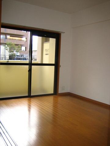 ヴェルソーⅢ番館 01030号室のリビング