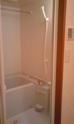 ヴェルソーⅢ番館 01030号室の風呂