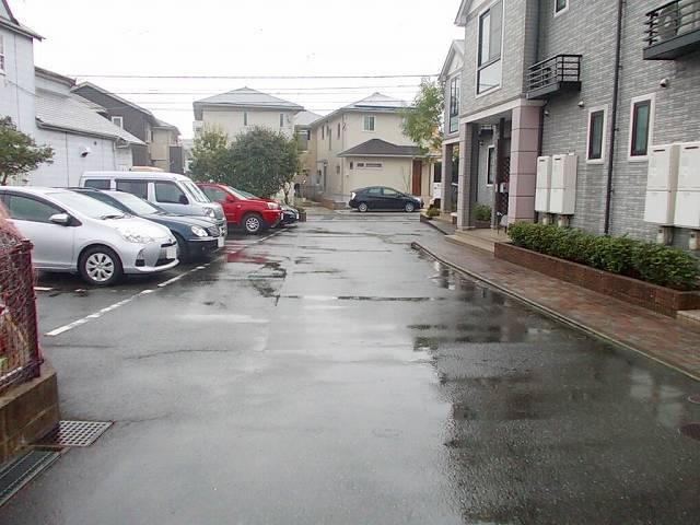 L・シャルマン A 01020号室の駐車場