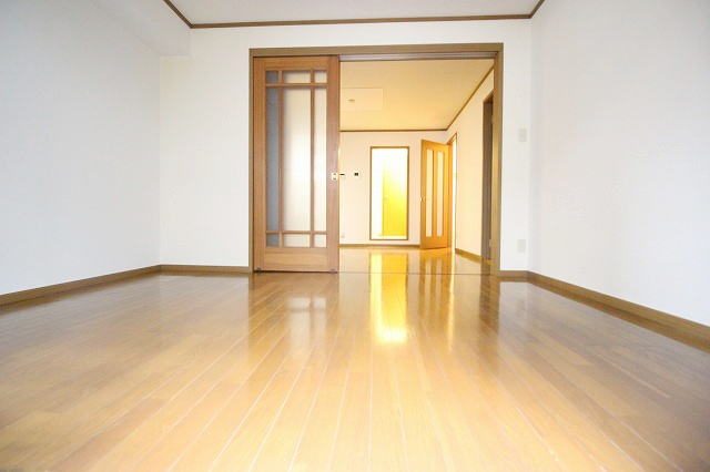 L・シャルマン A 01020号室のリビング