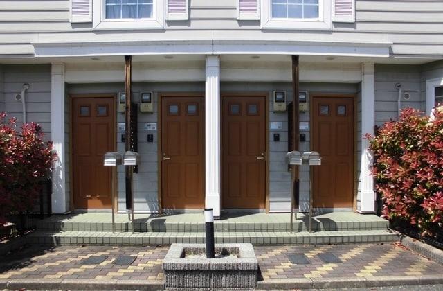 スウィートプレイスB 02020号室の玄関
