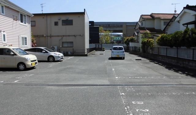 スウィートプレイスB 02020号室の駐車場