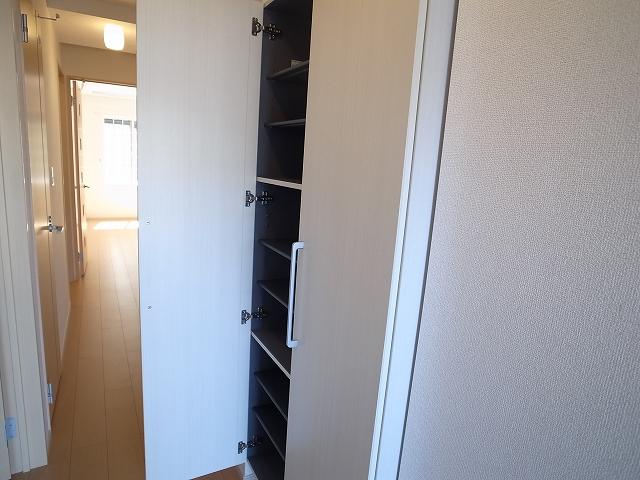 キャトルサンク 01020号室の玄関