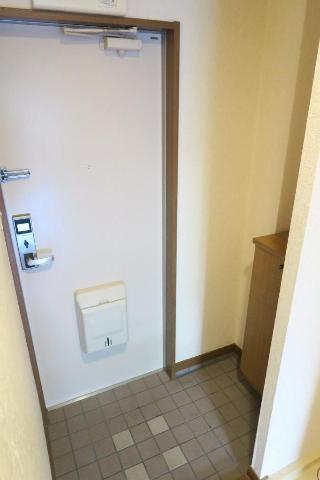 サンヒルズ平和 201号室の玄関