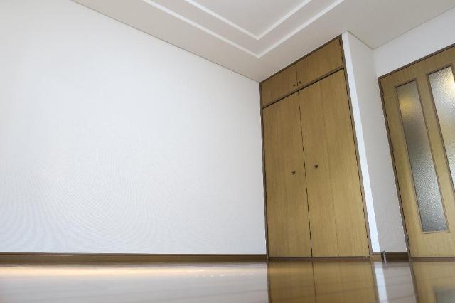 サンヒルズ平和 201号室のベッドルーム