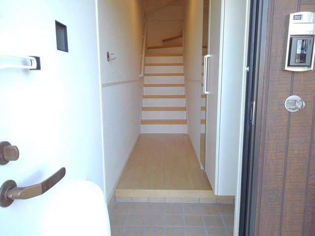 エクセレント・ヴィラ今泉B 02020号室の玄関