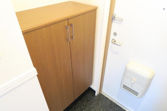 クレストール絆 302号室の玄関