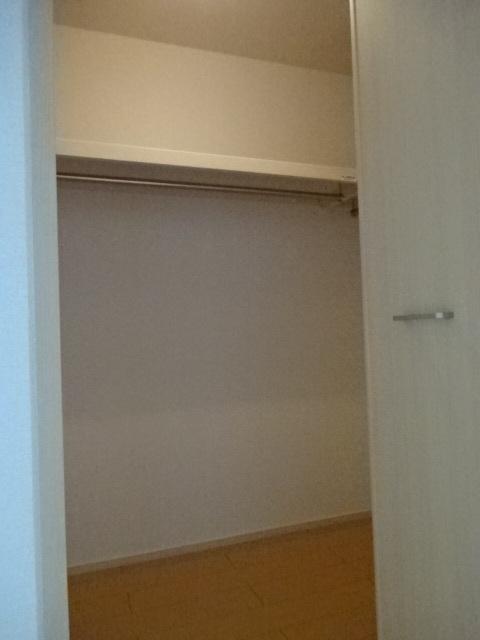 プリムヴェール 02020号室の収納