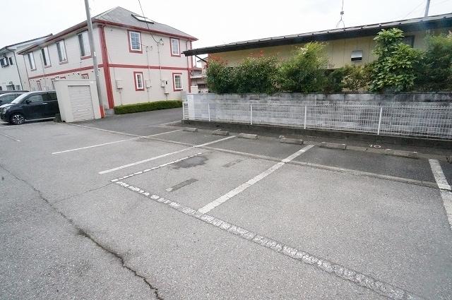 ニューエルディム小松 02030号室の駐車場