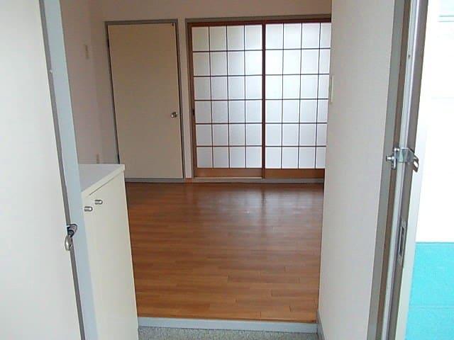 ニューエルディム小松 02030号室の玄関