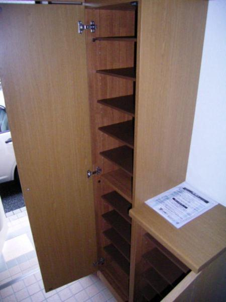 ラフィーネ・プロムナードD 02020号室の玄関