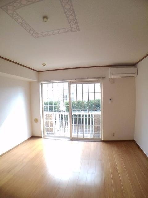 リバー・イースト・飯倉C 01020号室のリビング