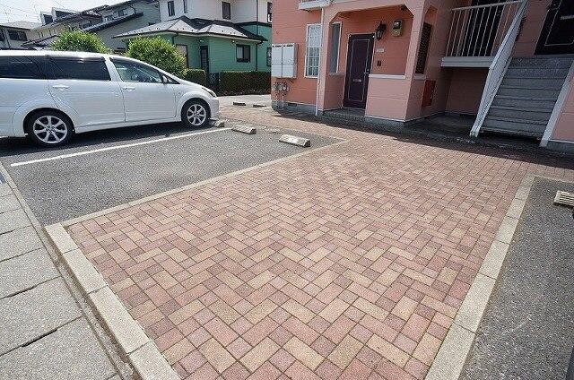 エスパシオK 02010号室の駐車場