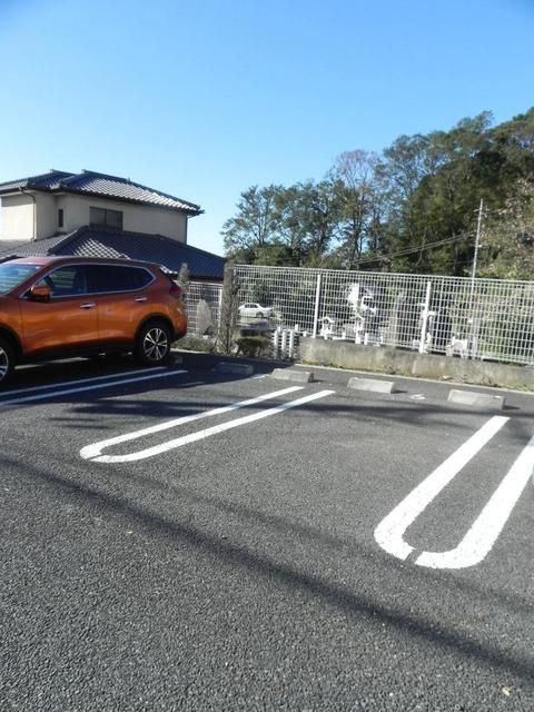ソル・レヴェンテⅡA 02030号室の駐車場
