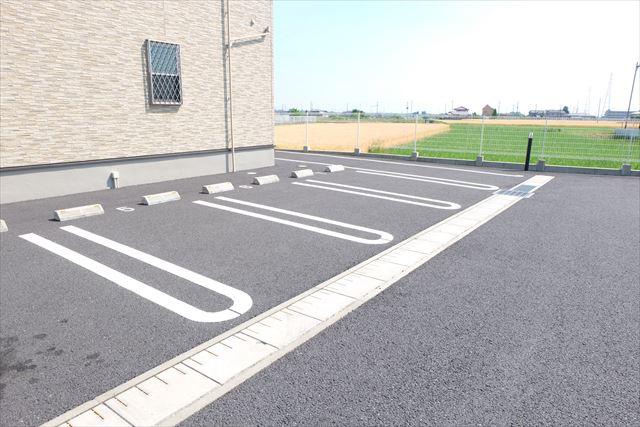 エミネンスE 02010号室の駐車場