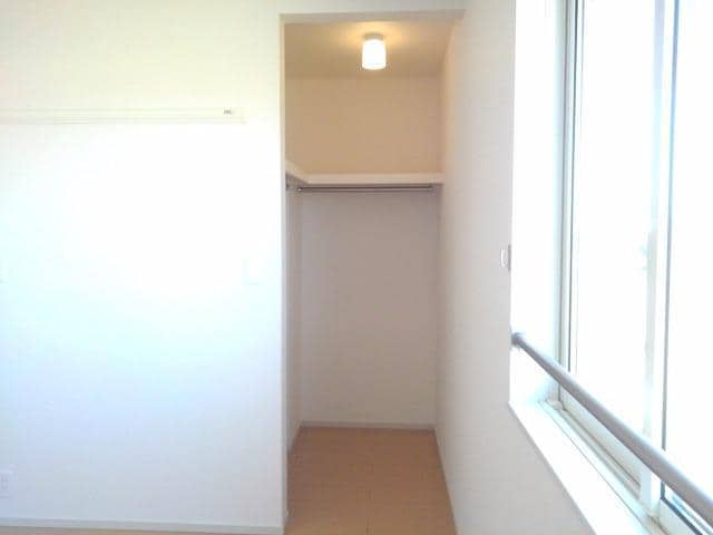 エトワール Ⅱ 02020号室の収納