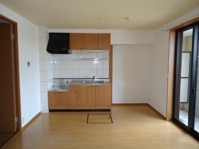 ユア・ハウス 00102号室のリビング