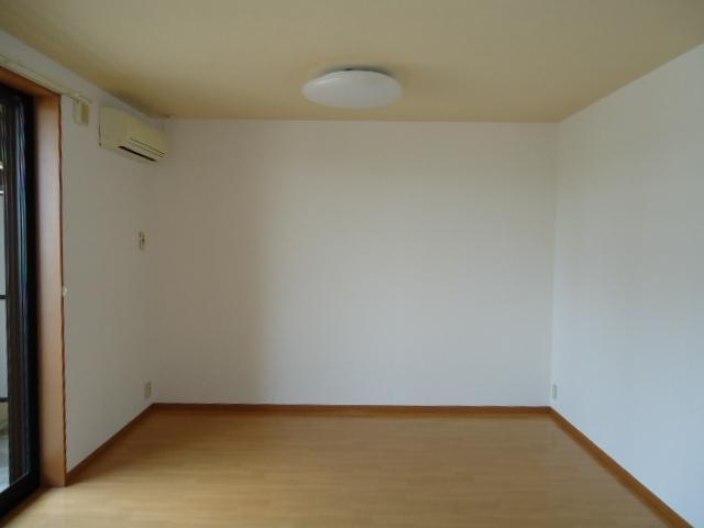 ユア・ハウス 00102号室のベッドルーム