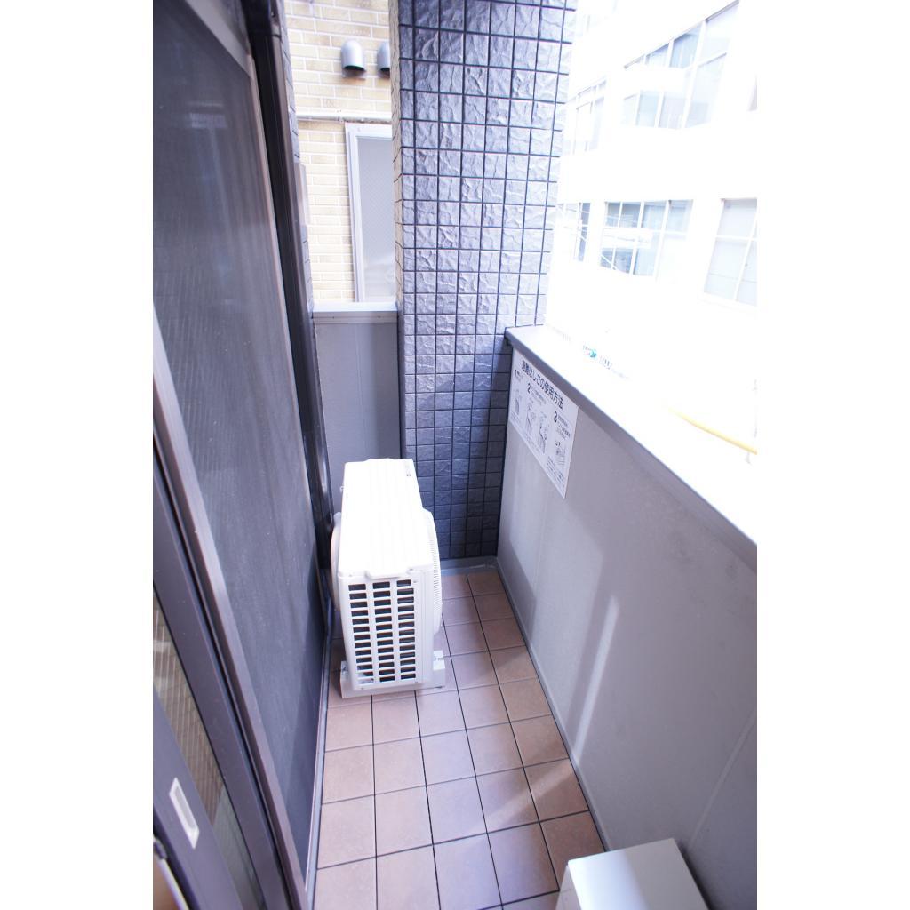 ビューノ八重洲通り 301号室の玄関