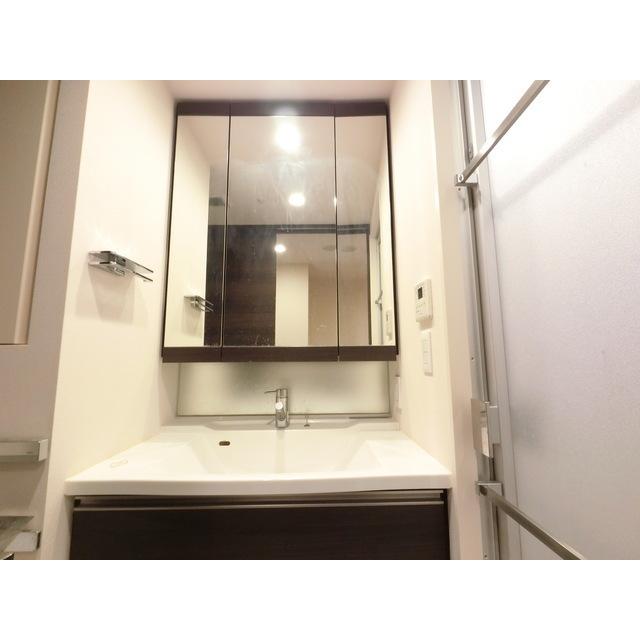 ザ・マジェスティコート目黒 609号室の洗面所