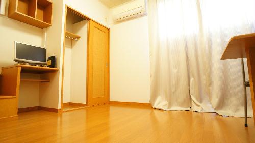 レオパレスアルカディア 105号室のリビング