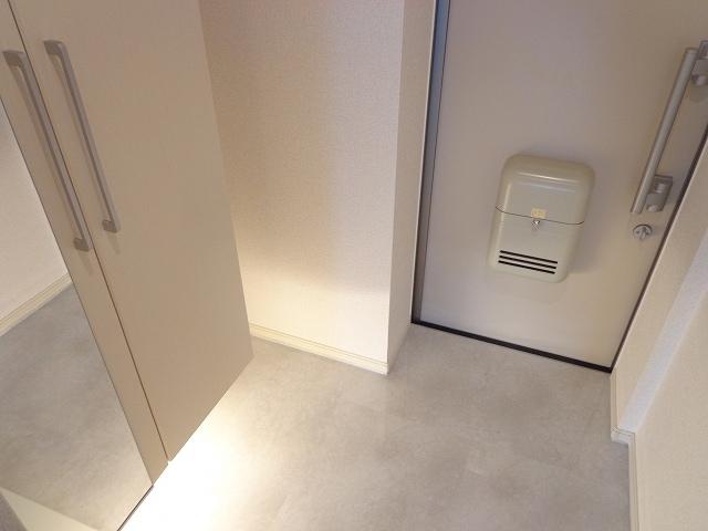 メゾン・三ツ星 02050号室の玄関