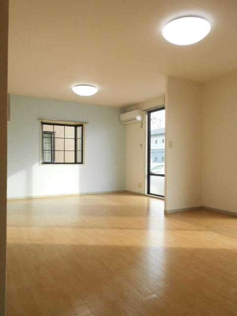 ヴァンヴェールA 101号室のリビング