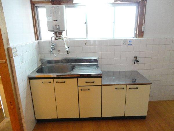 富貴ハイツ 207号室のキッチン