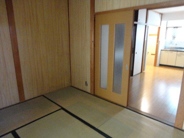 富貴ハイツ 207号室のベッドルーム