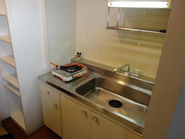 第一中原グリーンハイツ 102号室のキッチン