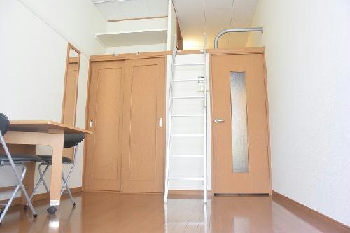 レオパレス南桜塚 204号室のリビング