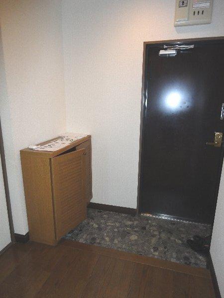 リジョイス桂 105号室の玄関