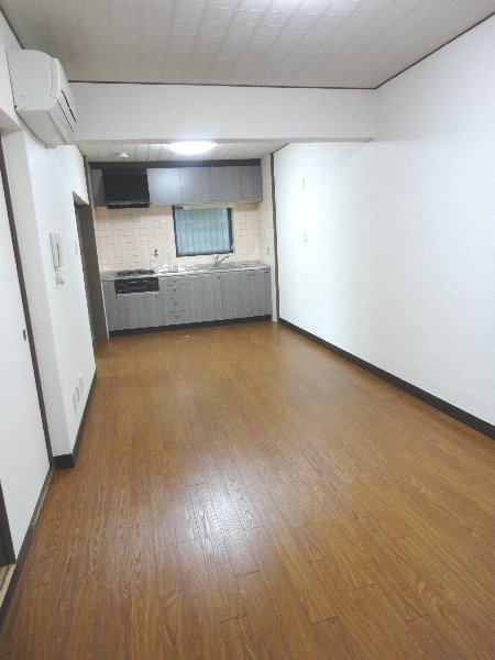 リジョイス桂 105号室のリビング