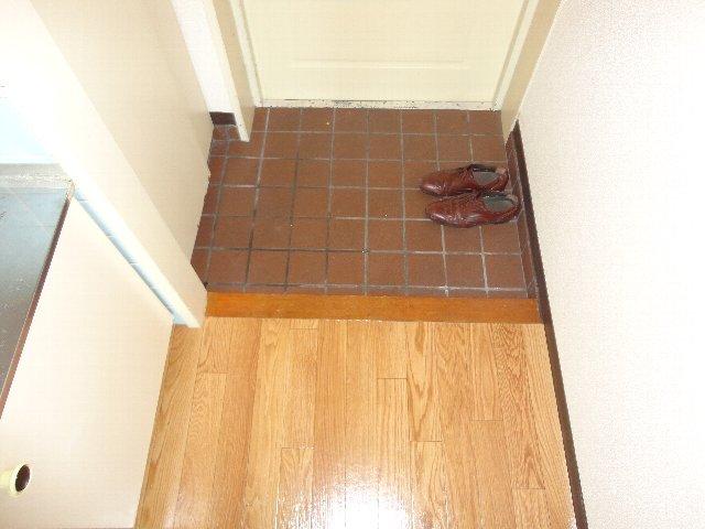 テラスワン17 102号室の玄関