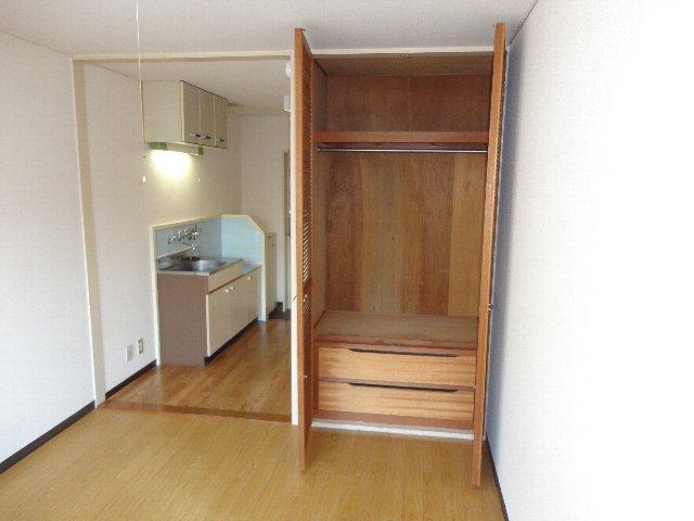 テラスワン17 102号室の収納